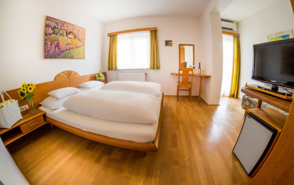 weinwellnesshotel-kappel-naturzimmer-urgestein-5