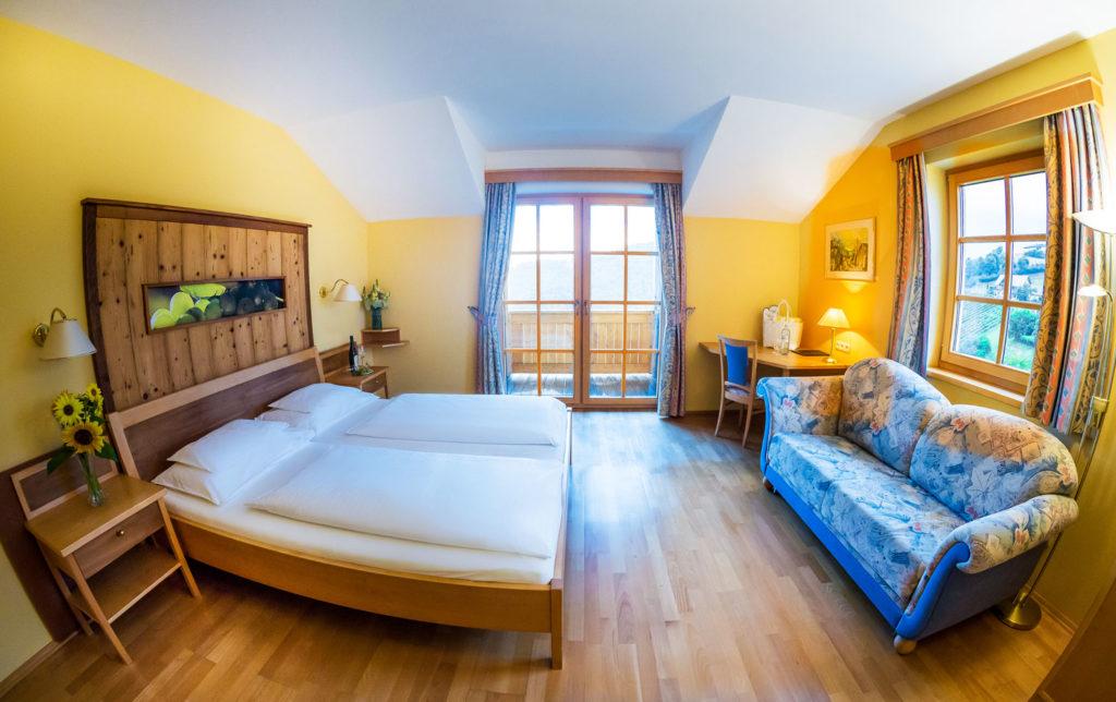 weinwellnesshotel-kappel-winzerzimmer-urgestein-1